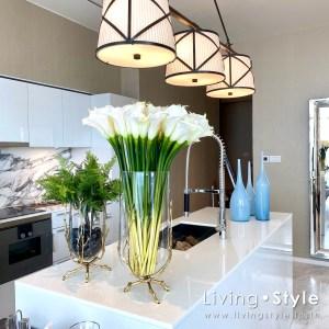 ดอกคาลล่า สีขาว ในแจกันแก้วทรงสูง %%sep%% Livingstyle ตกแต่งบ้าน แจกันดอกไม้ ดอกไม้ปลอม ต้นไม้ปลอม ดอกไม้ประดิษฐ์ ต้นไม้ประดิษฐ์ สวนแนวตั้ง