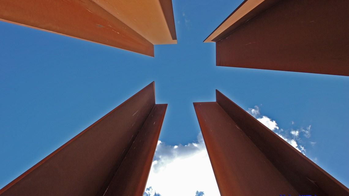 The bizarreness of the Berlin Wall 柏林牆的荒謬