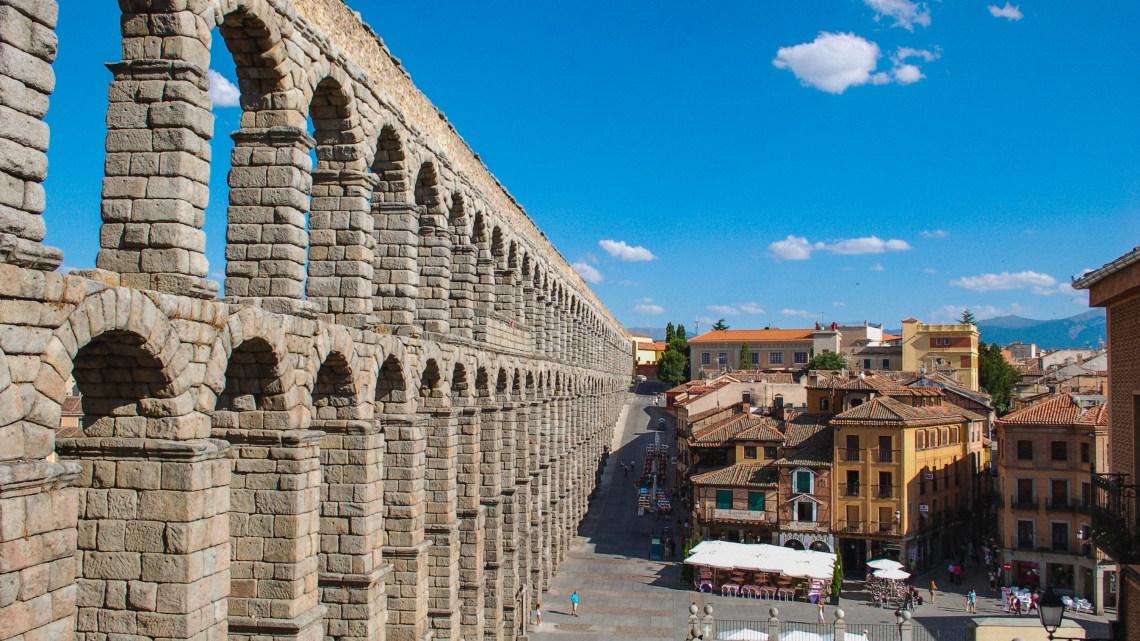 Segovia Aqueduct and roast suckling pig  塞哥維亞古羅馬水道和烤乳豬