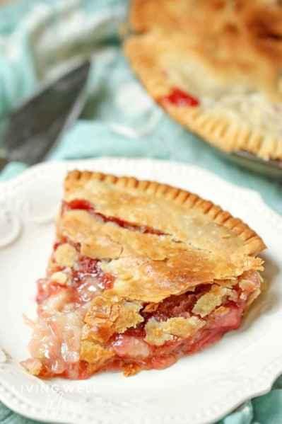 homemade strawberry rhubarb pie slice