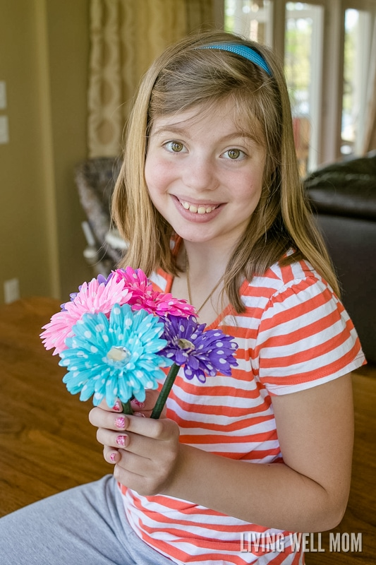 If you ever wanted to know how to make flower pens, look no farther. Here's a simple step-by-step tutorial that will show you exactly how to make this fun craft! Plus DIY flower pens are perfect as homemade gifts!