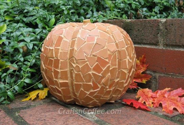 outdoor-mosaic-pumpkin
