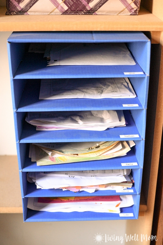 The easy way to organize kids' school papers & keep it that way! With 4 simple tips & inspiration to make it happen!