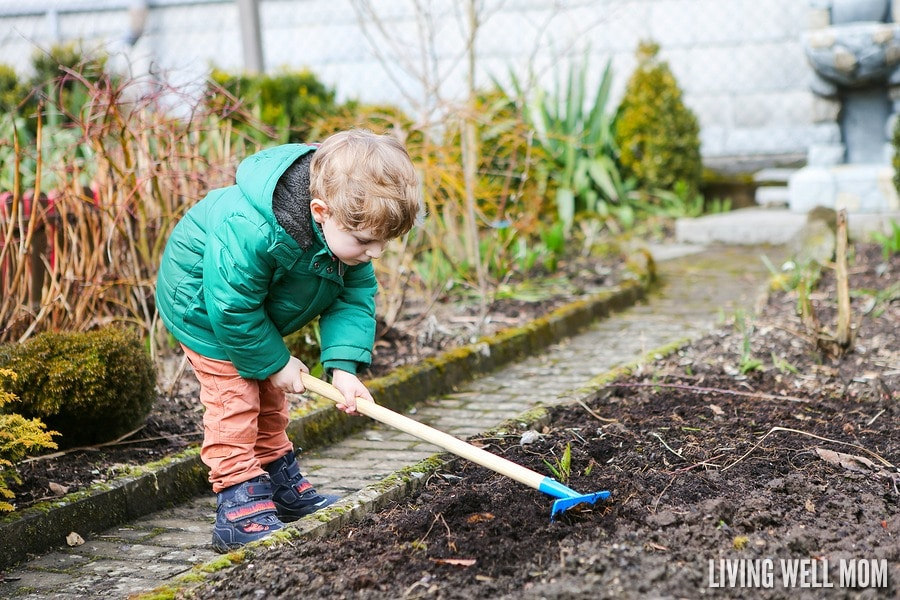 Thinking about getting the kids started with gardening? There's so many great advantages! Here are 8 creative ways to get kids out in the garden for an enjoyable experience! They'll love helping mom and get dirty!