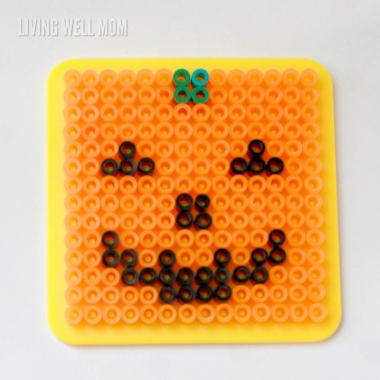 If you love Halloween and melting beads, you won't want to miss these adorable melting bead patterns for a jack-o-lantern and bat! Low mess!