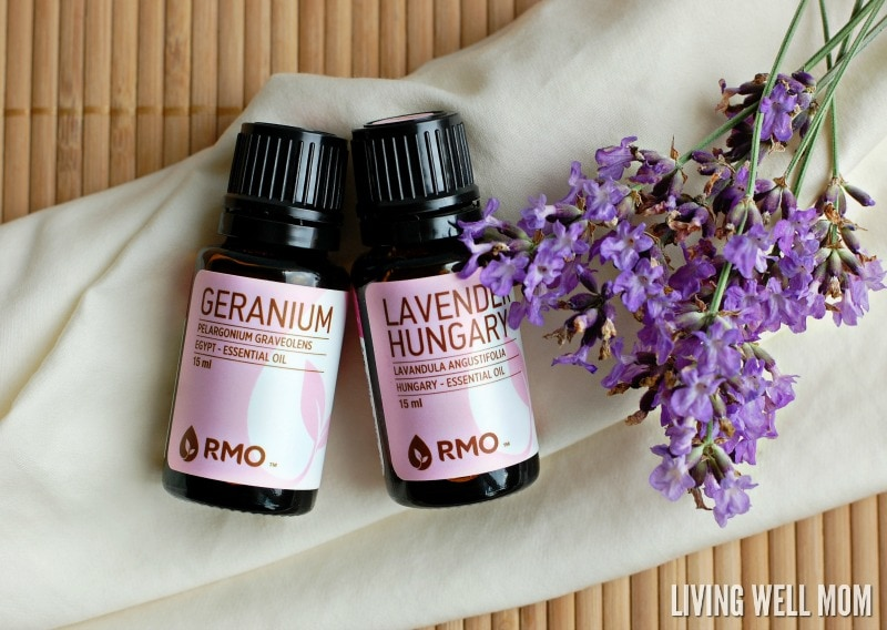 Keep that nice fresh scent lingering in your laundry with this easy DIY Homemade Linen Spray with essential oils. It takes 5 minutes or less to make this all-natural spray and it's so fun to choose your own blends!