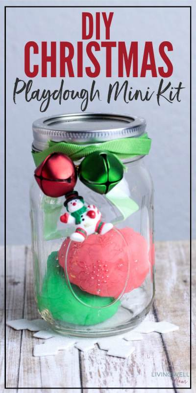 Give the perfect inexpensive homemade gift this Christmas when you make this DIY Christmas playdough kit. This fun, easy-to-make kit includes everything kids need for hours of fun and activity!