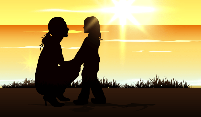 silhouette-of-a-mom-with-her-child-at-seaside_fkNFqau_
