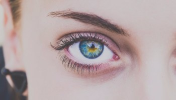 close-up-woman's-eye
