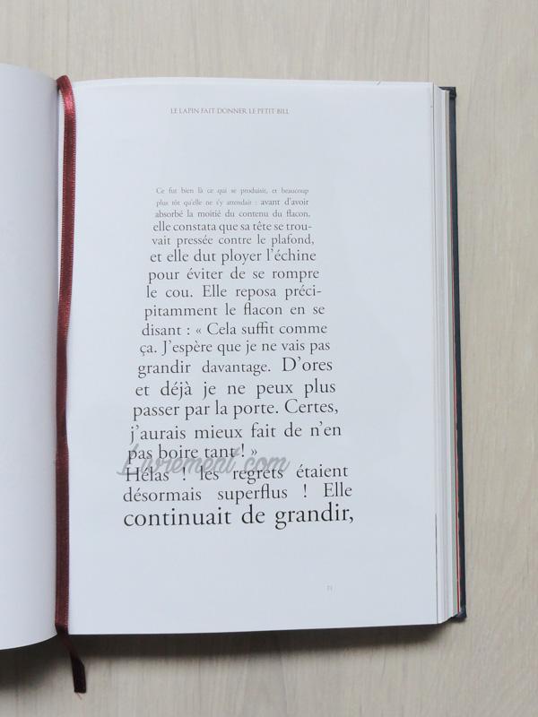 Exemple de typographie dans Alice au pays des merveilles de Benjamin Lacombe