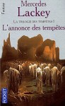 """Couverture du roman """"L'annonce des tempêtes"""" de Mercedes Lackey publié aux éditions Pocket"""