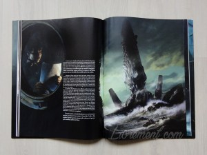 Photographie du livre L'appel de Cthulhu de Lovecraft, illustré par Baranger : illustration de l'île démesurée de Cthulhu