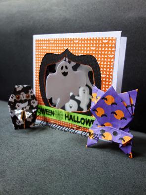 Carte avec un fantôme accompagnée d'origamis