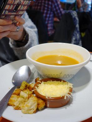 Soupe en entrée au marché couvert Victor Hugo
