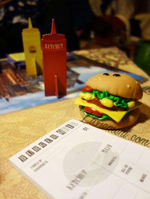 Photo d'une partie du jeu de société Burger Quizz