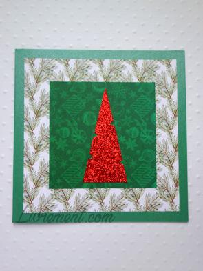 Carte pour les voeux : sapin rouge sur papiers dans les tons verts