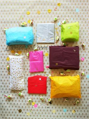 Emballages cadeaux avec du papier de soie couleurs de licorne