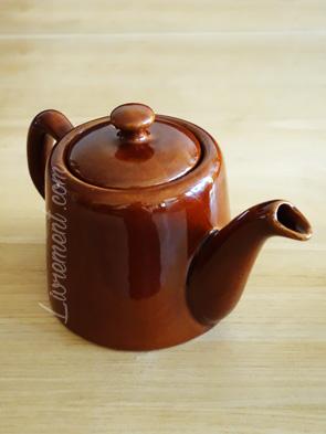 Théière vintage marron