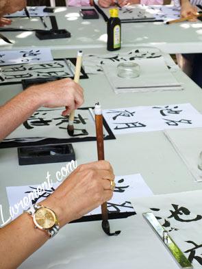 Entrainement à l'écriture durant le festival Japan touch à Toulouse