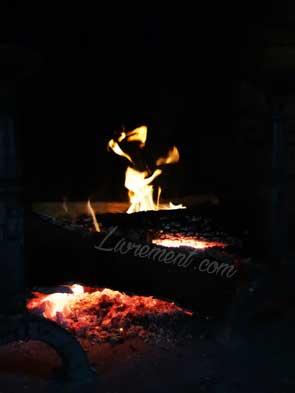 Feu de cheminée dansant
