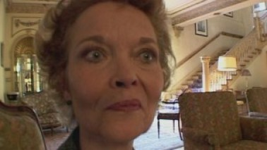 """Grace Zabriskie, la vecchiemmerda vicina di casa in """"Inland Empire"""" di Lynch, nemmeno nella sua posa più disturbante."""