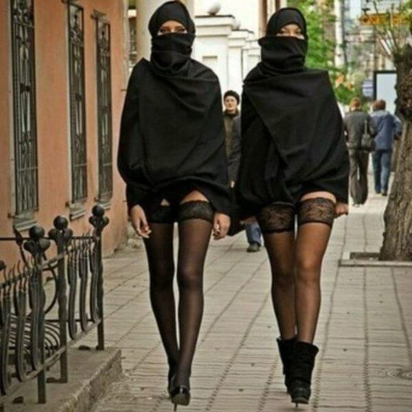 Russian women protest against Wear a Hijab Day