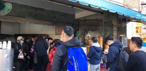 【2020台中美食】台中後火車站-天津苟不理湯包|信義街無名湯包,湯汁飽滿,鮮嫩多汁。