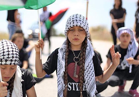 Janna Tamimi auf einer Demonstration in Nabi Saleh