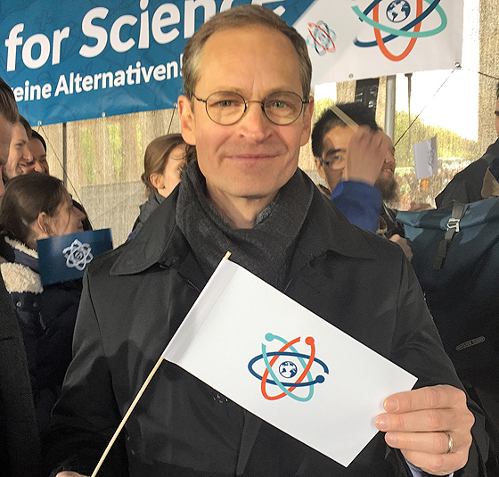 Michael Müller auf dem Science March, Berlin, 22. April 2017 (© Maja Schubert mit CC-BY-2.0-Lizenz via Flickr)