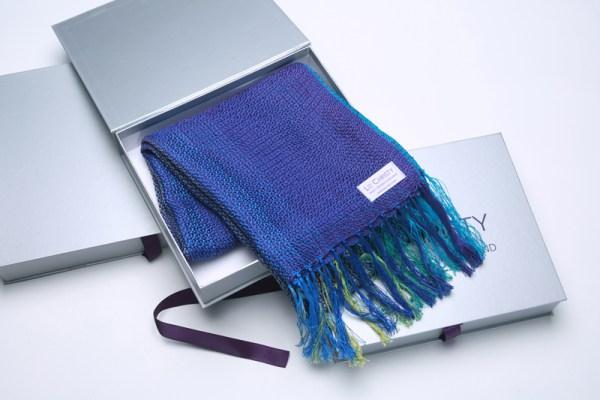 boxed-handwoven-fine-cotton-scarf-blues