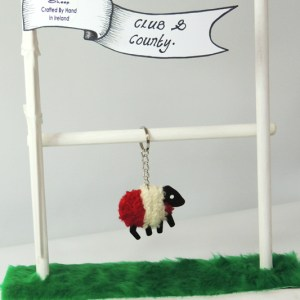 lizzycsheep-county-colours-keyring-derry