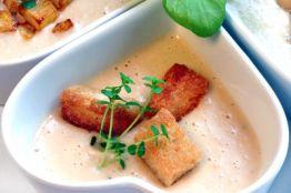 Bohnensuppe mit Croutons und Thymian © Liz Collet