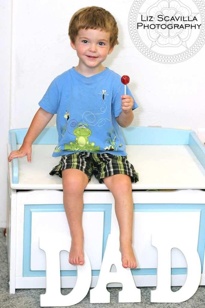 son-lollipop-blue-toys-chest-fathers-day-photo-liz-scavilla-photography-nantucket-daytona-port-orange