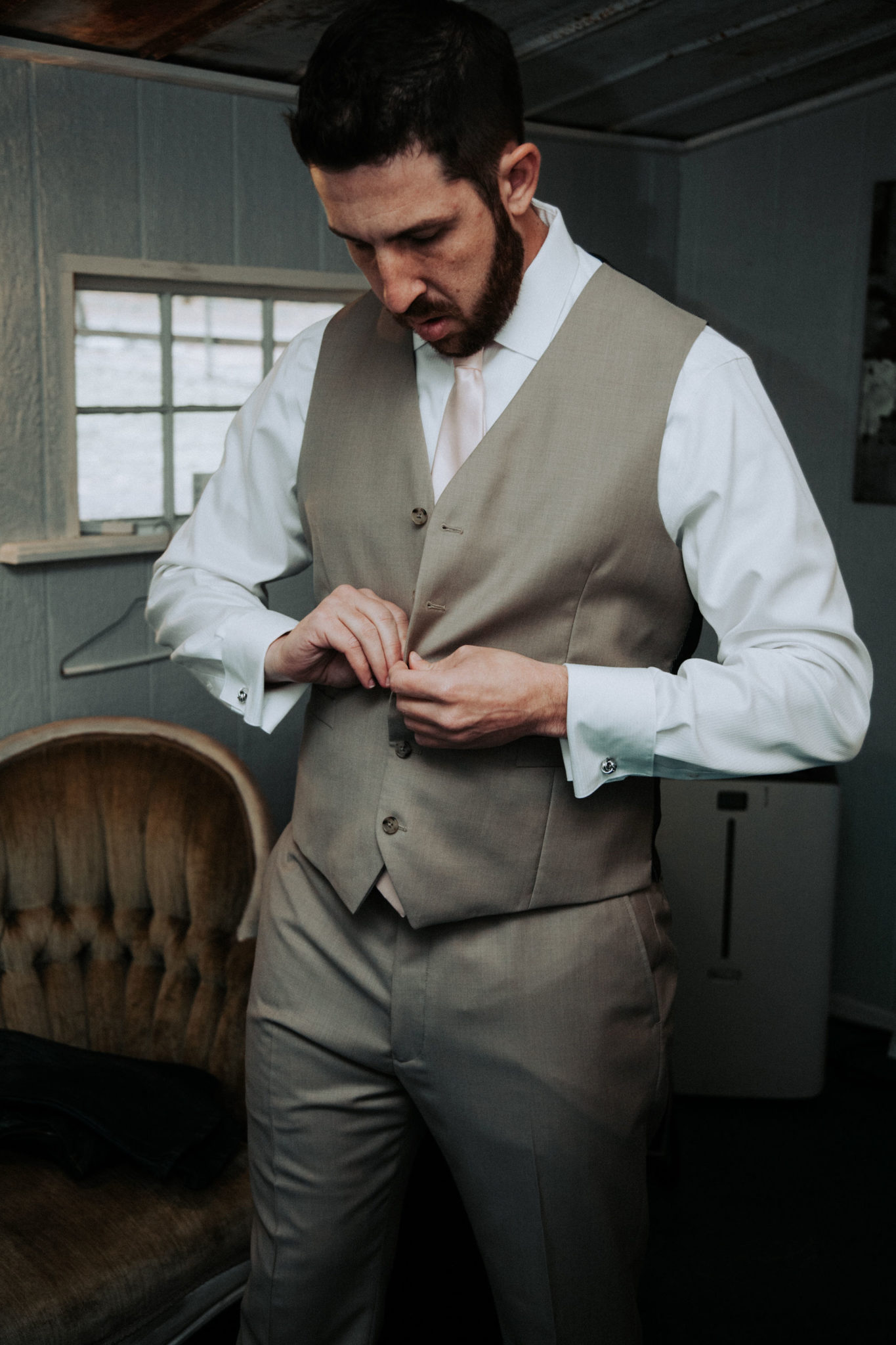 A shot of the groom getting ready at Bridle Oaks.