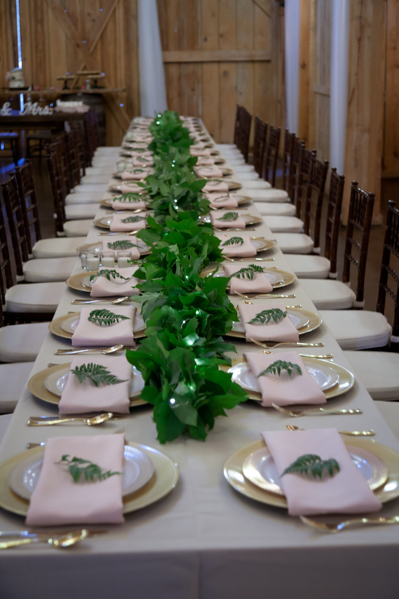 Beautiful tablescape at Bridle Oaks for the wedding.