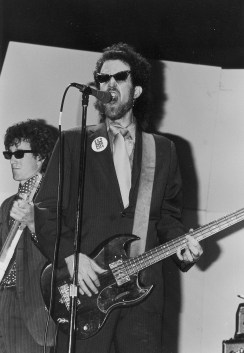 Mick singing with Walter Ego and the Parapsychics, 1979