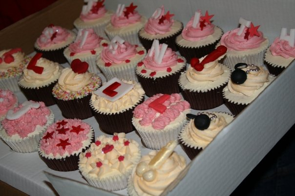 30 cupcakes in hen night style