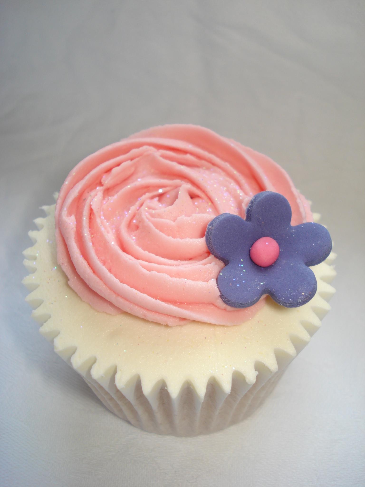 Rose swirl and purple flower cupcake