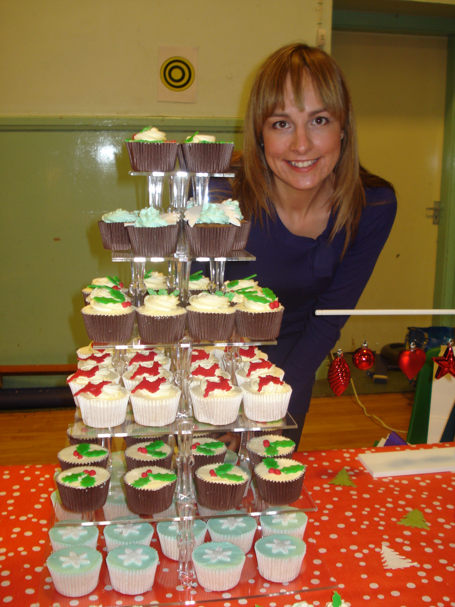 Lizzie with her Christmas cupcakes