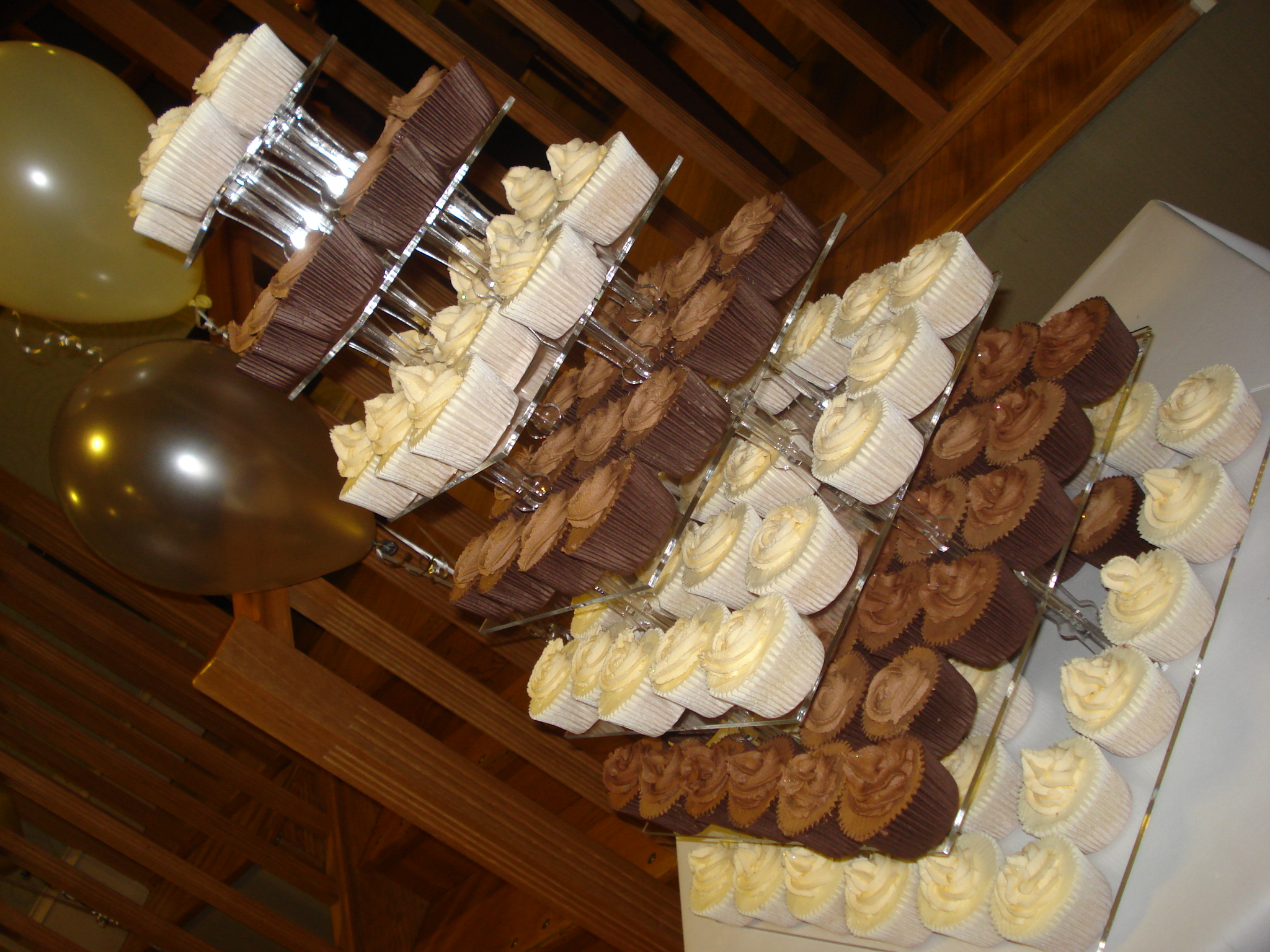 7 tiers of cupcakes