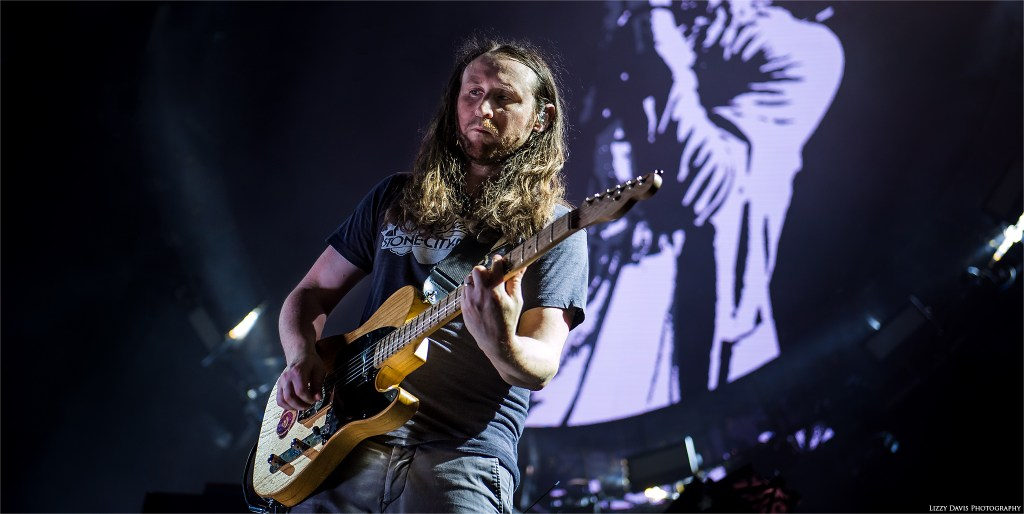 Incubus guitarist Mike Einziger. 8 Tour photos by ©Lizzy Davis Photography