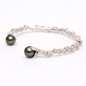 Pearl Silver Cuff with cultured Tahitian Pearls- LJD Designs Laura Jackowski-Dickson
