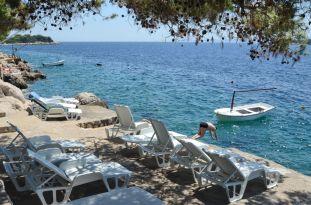 apartments-ljiljana-beach-deckchair-04