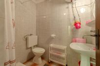 ljiljana-rose-apartment-bathroom-09-2019-pic-01