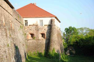 Ужгородский замок с другой стороны и пролетающее НЛО