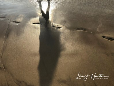 19 shadows mau umae beach