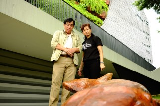 Prof Peter Ng & Aileen Toh with the sculpture on 19 Feb 2016. Photo by Martyn Low.