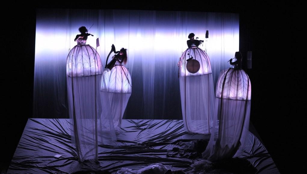 Сцена из спектакля «Сон в летнюю ночь»
