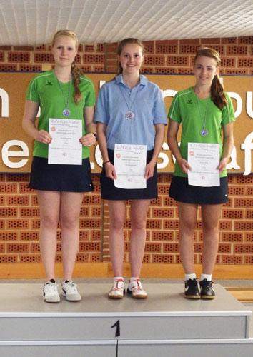 Rechts im Bild: Auf Vivien Höltig war wieder einmal Verlass, die holte sich die Bronzemedaille im A-Jugend-Einzel