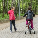 niñas ne ciclovía y parque